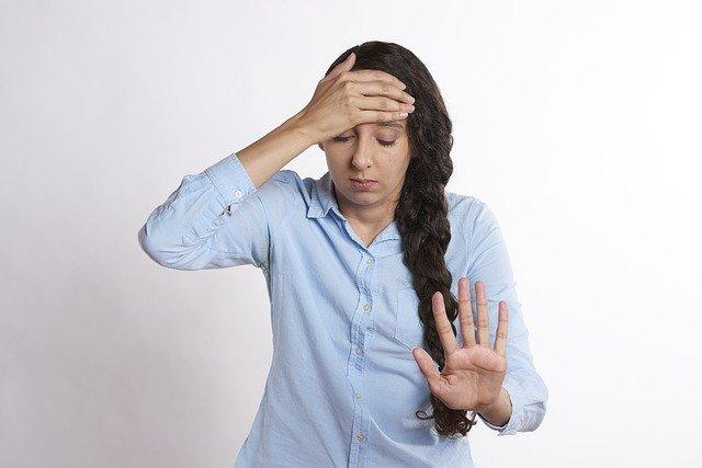 Wetterfühligkeit ist durch Kopfschmerzen, Unwohlsein und Übelkeit eine Einschränkung im Alltag vieler Betroffenen